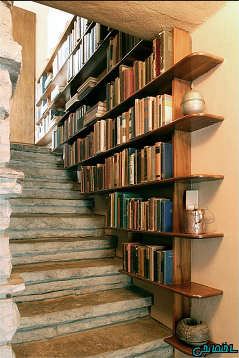 نصب قفسه کتاب از پایین تا بالای پله ها