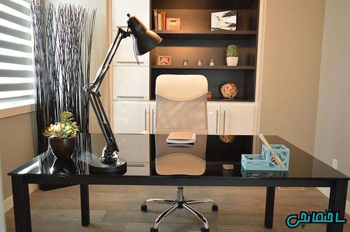 استفاده از میز و صندلی چرخ دار