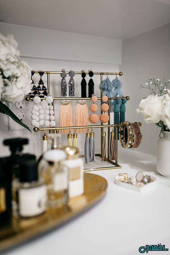 استفاده از استندهای فلزی مخصوص جواهرات