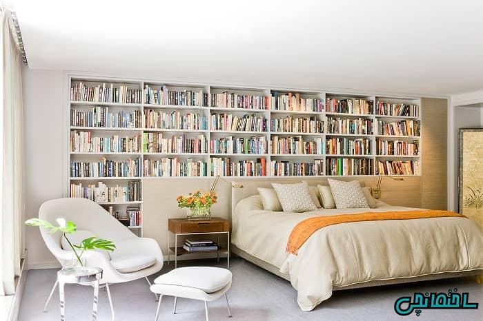 الماری کتاب در اتاق پذیرایی