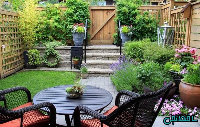 طراحی و تزئین باغچه حیاط با قلوه سنگ های کوچک و بزرگ