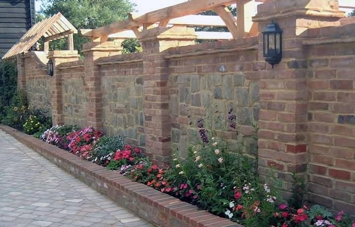 دیوار سنگی و آجری
